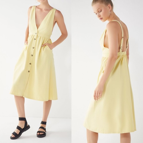 74d9e6df0b9 Urban Outfitters Danny Plunging Denim Midi dress
